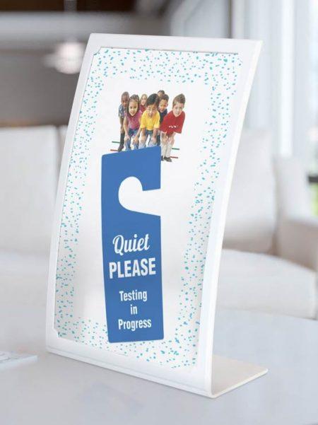 Porta carteles curvo (10 unidades)
